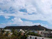 Diamond Head, buildings, and Kapahulu Town Area of Honolulu — Photo