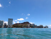 Waikiki Waves lap towards seawall, with coconut trees, Condo bui — Stock Photo