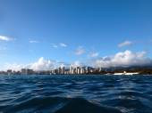 Historic Natatorium, Waikiki, Honolulu cityscape and San Souci B — Stock Photo