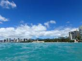 Historic Natatorium, Waikiki, Condomiums, Honolulu cityscape and — Stock Photo