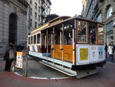 Antique Cable Car on Powell Street Turntable as the car is turne — Stock Photo