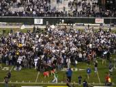 College football celebratetion on the field after end a game — Stock Photo