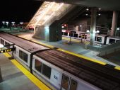 BART Train Parked at BART Millbrae Station — Foto de Stock