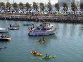 McCovey Cove fill with kayaks, boats, and people having fun, one — Stock Photo