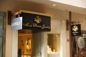 Maui Divers Jewelry Store Front — Stock Photo