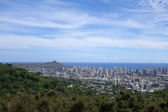 Diamondhead and the city of Honolulu on Oahu on a nice day — Stock Photo