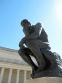 Side front profile of the masterpiece the Thinker by Rodin — Stock Photo