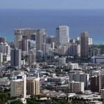Honolulu cityscape, roads, buildings, skyscrapers, cranes, parks — Stock Photo #71736401