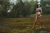 Safari woman in  the morning swamp — Stockfoto