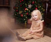 Little girl under the Christmas tree — Stock Photo
