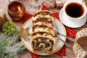 Poppy seed cake for christmas — Stock Photo