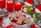 Christmas decoration with gingerbread cookies — Stock Photo