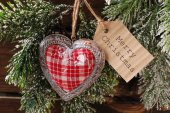 Christmas card with vintage heart and papar tag — Photo