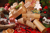 Wrapping christmas presents  in eco paper — Stock Photo