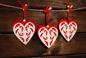 Valentine felt hearts on wooden background — Stock fotografie