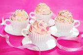 Cupcakes in tea cup shape molds for birthday party — Stock Photo