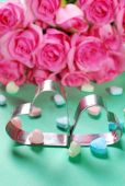 Love background with hearts and roses — Stock Photo