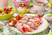 Ham rolls stuffed with cheese and vegetables for easter breakfas — Stock Photo