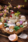 Easter decoration with hen in the nest and eggs — Stock Photo