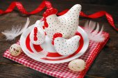Easter decoration with three white hens on plate — Stock Photo