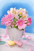Bunch of beautiful pink flowers in wooden bucket  — Stock Photo