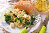 Broccoli salad with feta and almonds — Stock Photo