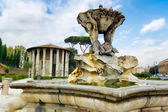 Fountain of Tritons and temple of Hercules in Rome. — Stock Photo