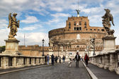 People on the bridge of Castel Sant'Angelo in Rome, Italy — Stock Photo