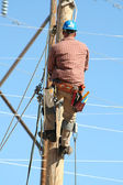 Electrical lineman working on line — Stock Photo