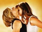 erotische berichte frau küsst frau im bett
