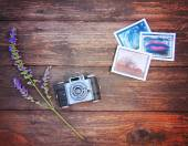 Vintage photo camera on wooden table — Foto de Stock