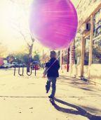 Boy running with balloon — Stock Photo