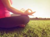 Woman meditating in yoga pose — Stock Photo