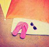 Flip flop sandals and sunglasses — Foto de Stock