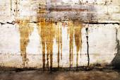 Grungy wall with drip marks — Stock Photo