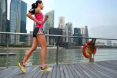 Donna fitness in esecuzione — Foto Stock