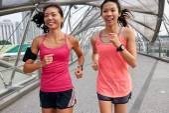 Fitness friends running — Stock Photo