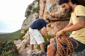 Friends preparing to rock climb — Stock Photo