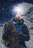 Mountain man in snow expedition — Stock Photo