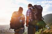 Couple with backpacks on hiking trail — Stock Photo