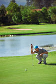 Golf man aiming to sink golf putt — Stock Photo