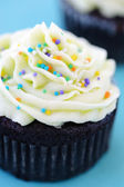 Cupcake with hundreds and thousands — Stock Photo