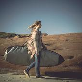 Teenage girl with surfboard — Stock Photo