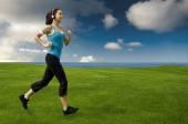 Giovane e bella donna jogging — Foto Stock