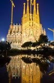 The Sagrada Familia illuminated at night — Stock Photo
