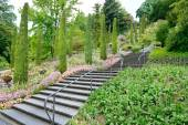 Beautiful staircase in a beautiful park — 图库照片