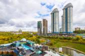 Residential areas in Moscow. Modern high-rise buildings and streets of the city — Stockfoto