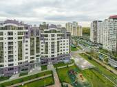 Modern apartment buildings and yards in the new district of Moscow Autumn cityscape — Stock Photo