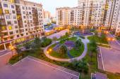 Modern apartment buildings and yards in the new district of Moscow Autumn cityscape — Foto Stock