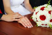 Love touching. Wedding couple hand in hands with bouquet — Photo